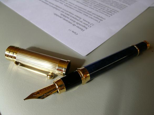 contract-1426885.jpg